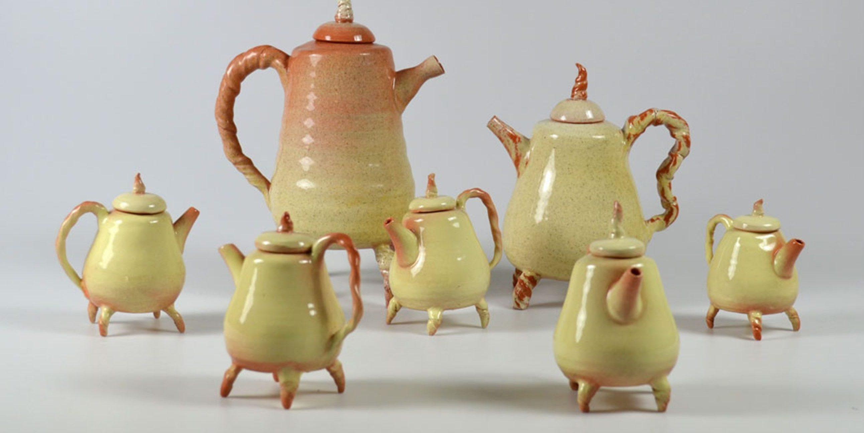 tekannor från utbildningar inom keramik och drejning